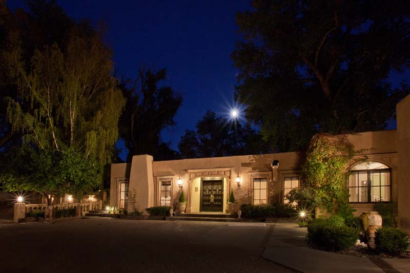 Palacio-de-Marquesa-Taos-New-Mexico-013-Exterior-Entrance3