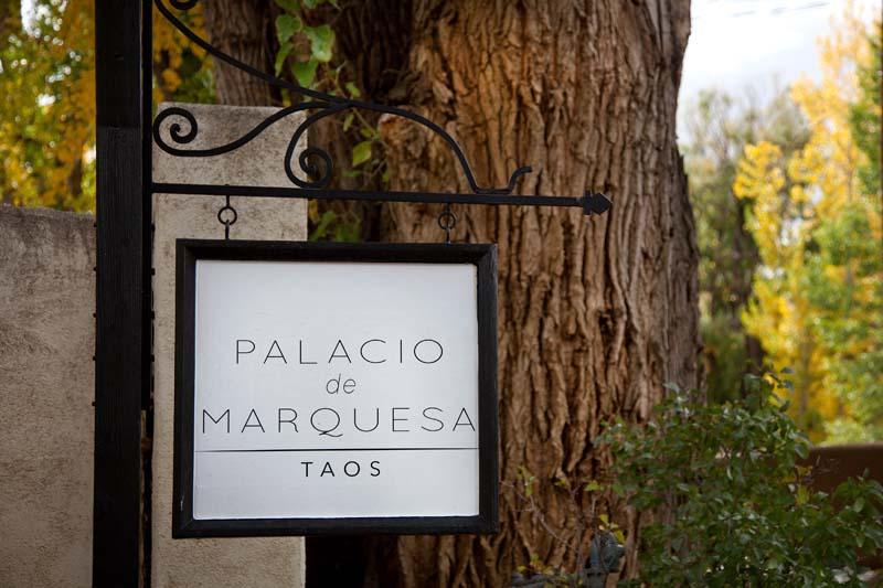 Palacio-de-Marquesa-Taos-New-Mexico-028-Banner-Sign